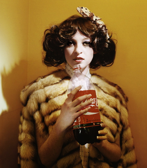 Alex  Prager -  <strong>Jane</strong> (2009<strong style = 'color:#635a27'></strong>)<bR /> chromogenic print,   edition 1 of 5,   36 x 31 1/2 in. (91.4 x 80 cm),   43 3/4 x 36 3/4 in. (111.1 x 93.3 cm) framed