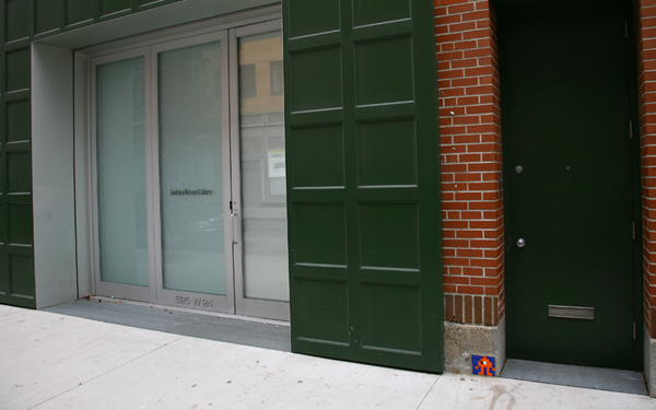 "Invader  &nbsp -  <strong>NY_15 on the street</strong> (2003<strong style = 'color:#635a27'></strong>)<bR /> <font face=""Arial"">June 2003</font>,   <font face=""Arial"">Score = 10 points</font>"